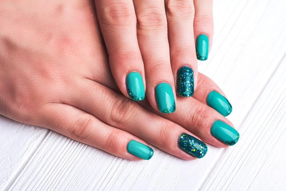 Mermaid vibes nail design